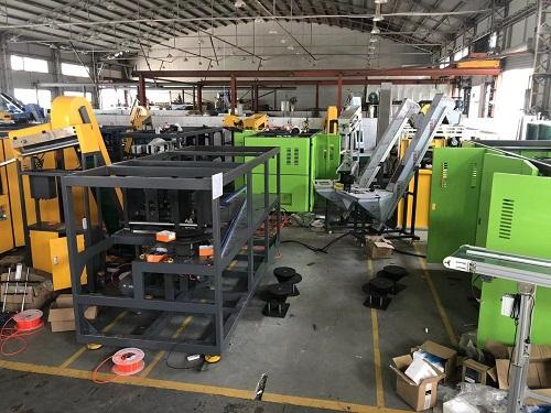 Workshop of Sinco blow molding machine